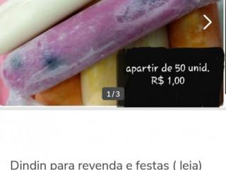Dindins cremosos com pedaços de frutas