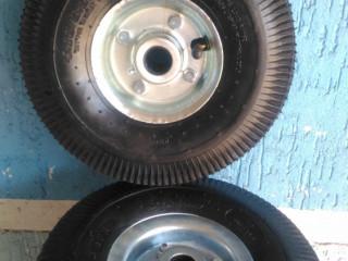 Rodas pneumáticas $139o par.