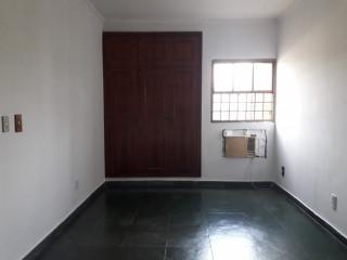 Alugo apartamento em excelente localização